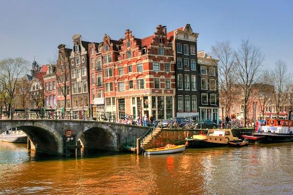 Tour a pie por Ámsterdam con paseo en barco